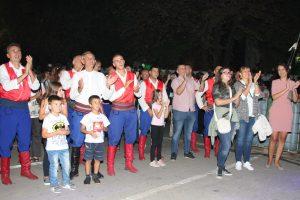 Gromoglasan aplauz za pocasnog viteza
