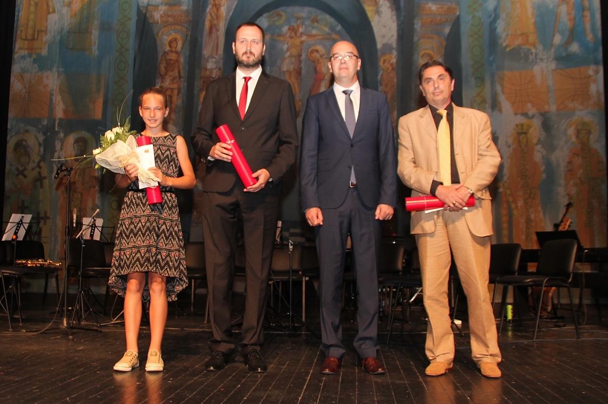 Добитници Троичке награде са градоначелником Спасовићем