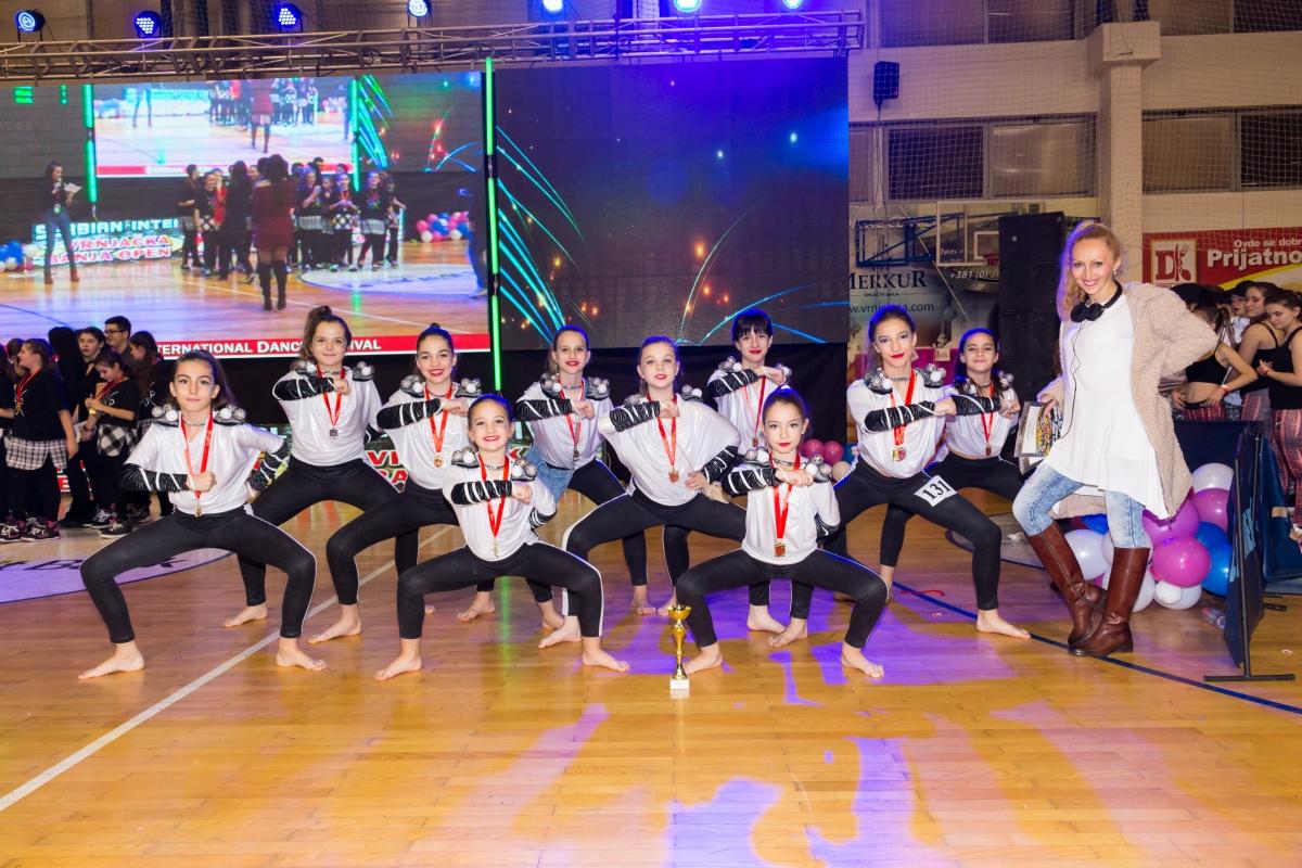 Formacija Dance 2 sa trenerom Danijelom Sagić
