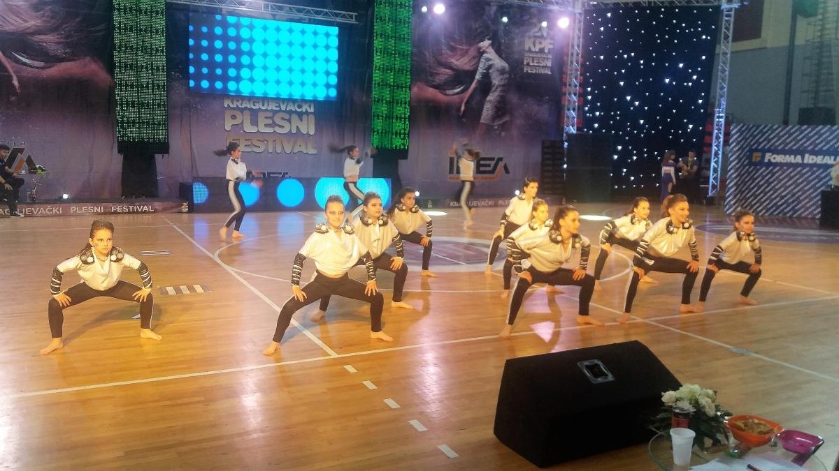 juniorsku disco dance form. (1)